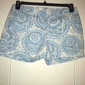 Ann Taylor LOFT Short Sz 4 white & light blue